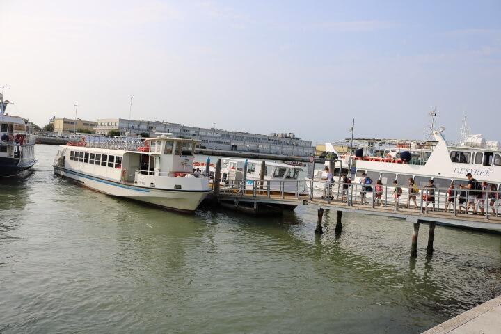 ベネチア行きの船場
