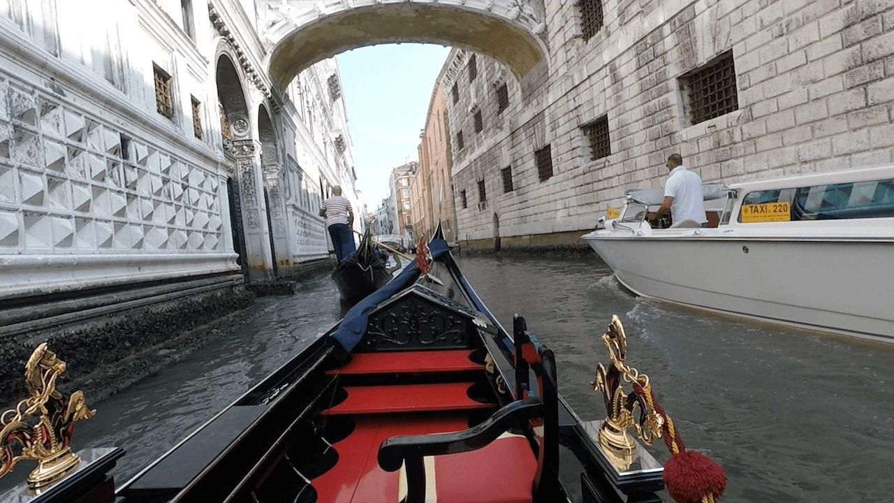 ベネチア名物ゴンドラ遊覧