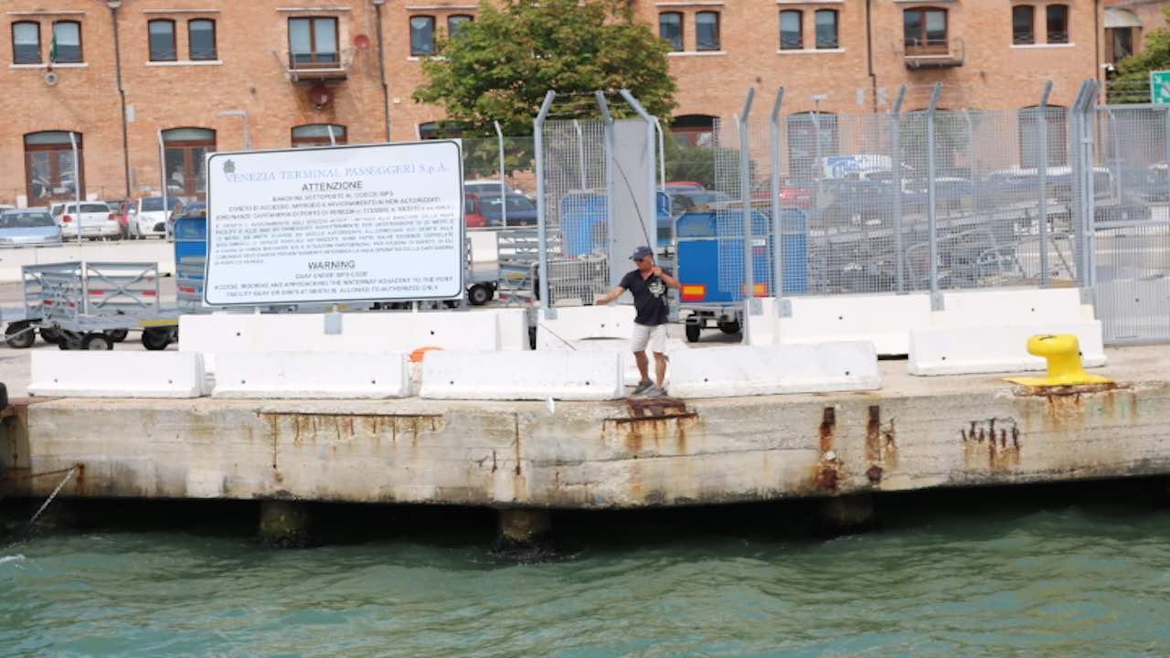 ベネチアの釣り人