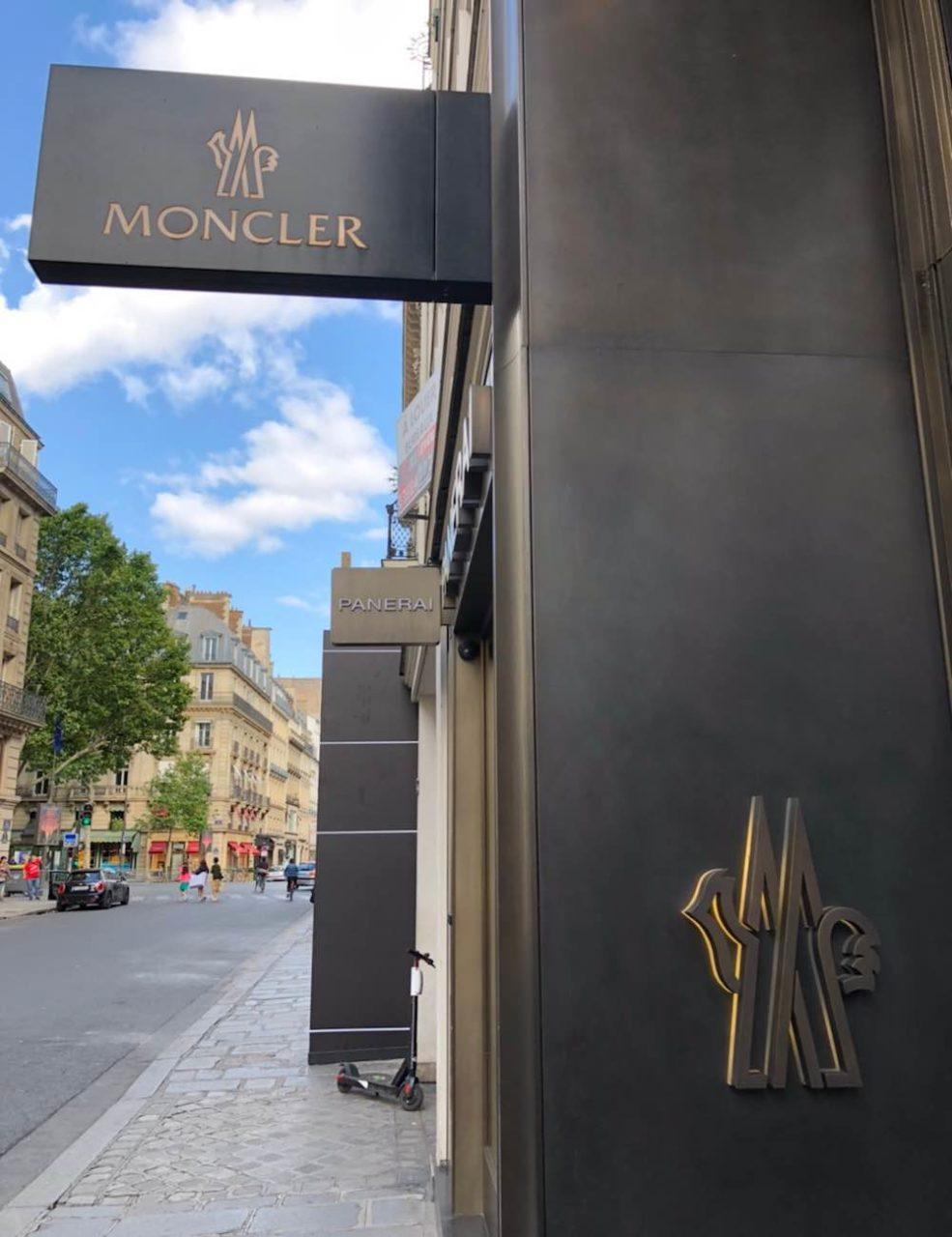 パリのサントノーレ通りモンクレール本店